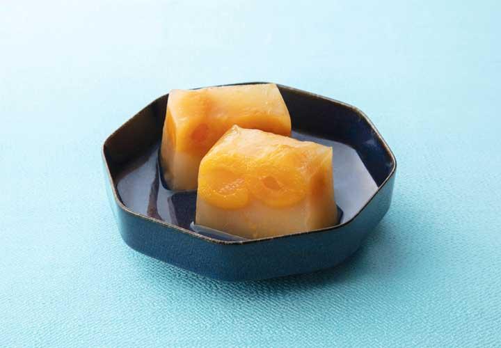 びわの露(びわのつゆ)愛媛県産の枇杷をまるごとふたつ使用した果実菓子